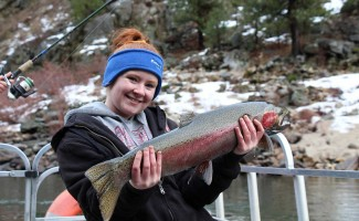 women-with-bait-steelhead-tournament